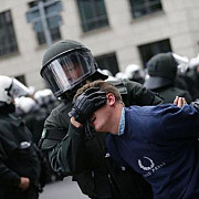 confruntari violente intre politie si extremistii anti-musulmani la koln