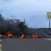 lava unui vulcan in eruptie in hawaii se apropie de zone locuite