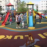 un nou loc de joaca amenajat in cartierul mihai bravu