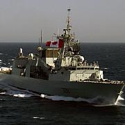 o fregata nato canadiana sicanata de un avion rusesc in marea neagra