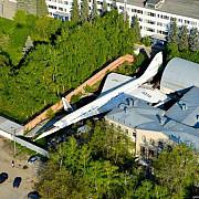 un cartier din rusia ascunde intre blocuri un avion gigant
