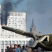 21 de ani de cand un presedinte a tras cu tunul in parlament