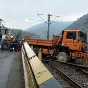 accident spectaculos cu blocaj feroviar pe valea prahovei