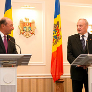 ambasadorul romaniei la chisinau traian basescu va primi cetatenia republicii moldova