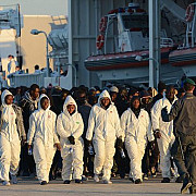 razboi religios pe mediterana 12 crestini au fost aruncati de musulmani peste bordul unui vas