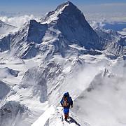 cutremurul din nepal a provocat avalanse pe everest multi alpinisti au fost surprinsi pe munte