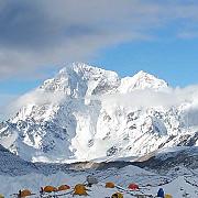 nepalul a redeschis everestul pentru alpinisti dupa cutremurul devastator din aprilie