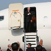 avionul la bordul caruia se afla bill clinton a aterizat de urgenta in tanzania