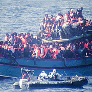 operatiune de salvare in mediterana o ambarcatiune cu 700 de imigranti a naufragiat