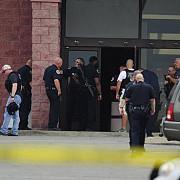 sua un barbat inarmat cu un topor a fost impuscat mortal de politisti intr-un cinematograf