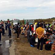mii de imigranti ajunsi in serbia se indreapta spre frontiera cu ungaria