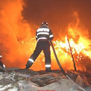 incendiu de proportii la o fabrica de mezeluri din arges