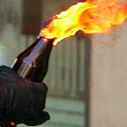 un fost angajat al unui restaurant a atacat clientii cu sticle incendiare
