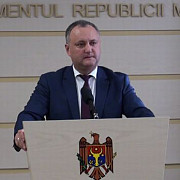 harta romaniei mari rupta in parlamentul de la chisinau de un deputat socialist