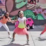 o fetita in varsta de patru ani este protagonista celui mai vizionat videoclip pe youtube din 2015