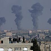israelul bombardeaza din nou fasia gaza