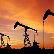 pretul petrolului este aproape de minimul ultimilor 11 ani de ce la noi nu se simte mai tare la pompa