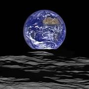 foto rasaritul de pamant vazut de pe luna