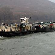 o barja care transporta 847 de tone de ingrasamant agricol s-a scufundat in apropiere de moldova veche