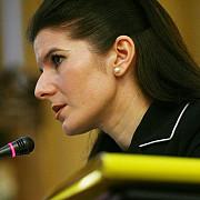 monica iacob ridzi cere tribunalului ilfov sa-i admita cererea de intrerupere a executarii pedepsei