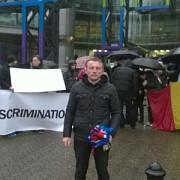protest al romanilor de la londra in fata sediului televiziunii channel 4