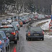 bara la bara pe dn1 politia a interzis accesul autoturismelor in poiana brasov