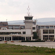 alarma falsa cu bomba la aeroportul avram iancu din cluj