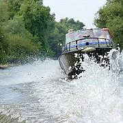 gata cu nebunia in delta ambarcatiunile cu motor vor avea dispozitive de transmitere a vitezei