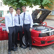 trei studenti din brasov au construit intr-un garaj o masina care poate atinge 280 kmh