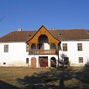 un castel dintr-un sat transilvanean a fost salvat de la ruina de doi oraseni
