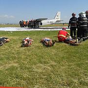 avion prabusit la strejnic 10 raniti grav foto si video