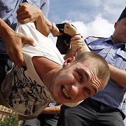 doi activisti rusi au incercat sa patrunda intr-o unitate militara din letonia