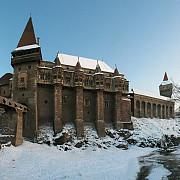 castelul corvinilor a fost ales pentru coperta ghidului de calatorie lonely planet editat pentru romania si bulgaria