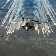 americanii isi aduc avioanele invizibile pe radar in europa