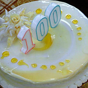 premiata de municipalitate la implinirea varstei de 100 de ani