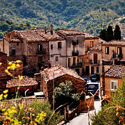 un primar din sicilia da case gratis