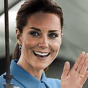 ducesa de cambridge a nascut o fetita copilul este cel de-al patrulea in succesiunea la tronul marii britanii
