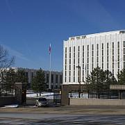 rusii le-au dat o lovitura grea americanilor au pus sarma ghimpata pe gardul ambasadei din washington