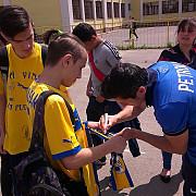 lupii la liceu fotbalistii petrolului i-au invitat pe elevii de la nichita stanescu la meci galerie foto
