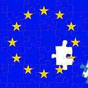 ministrul german de finante sustine ideea unui referendum in grecia cu privire la ramanerea in zona euro