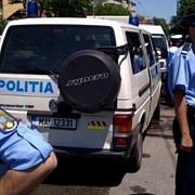 mai multi tineri din bucuresti prinsi de politisti in timp ce transportau droguri cu masina