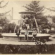 statuia lui atlas gol din ploiesti era intoarsa cu fundul spre sediile partidelor
