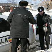 politistii locali ploiesteni primesc norma de hrana