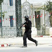 tunisieni si straini au protestat la tunis impotriva terorismului