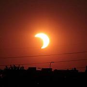 sunteti pregatiti pentru eclipsa ora la care incepe la ploiesti ce alt eveniment astronomic rar se mai produce astazi