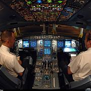 recomandare pentru companiile aeriene in cabina sa fie tot timpul doi membri ai echipajului