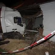 un tir a daramat o casa in miercurea sibiului proprietarii plecasera la serviciu