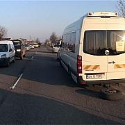 accident grav la teisani un autoturism a lovit un microbuz plin cu pasageri
