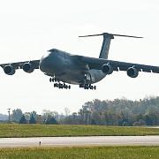 ranitii de la colectiv vor fi transportati si cu avioane nato pentru reducerea timpului de zbor