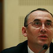 un comisar sef adjunctul directiei de combatere a criminalitatii organizate urmarit penal pentru 110000 euro mita